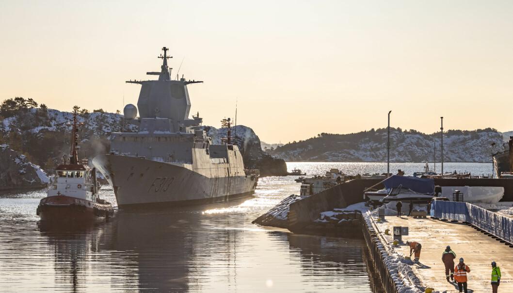 RAPPORT: KNM Helge Ingstad flyttes fra CCB-basen på Ågotnes til destruering hos Norscrap West på Hanøytangen. I dag kommer Havarikommisjonen med delrapport to om ulykken.