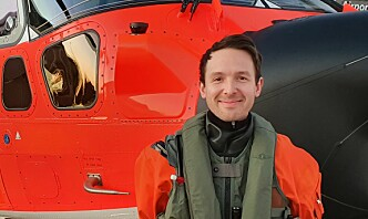 SAR Queen-flyger Erik starter dagen med å åpne gardinene håpefullt i søken etter godt flyvær