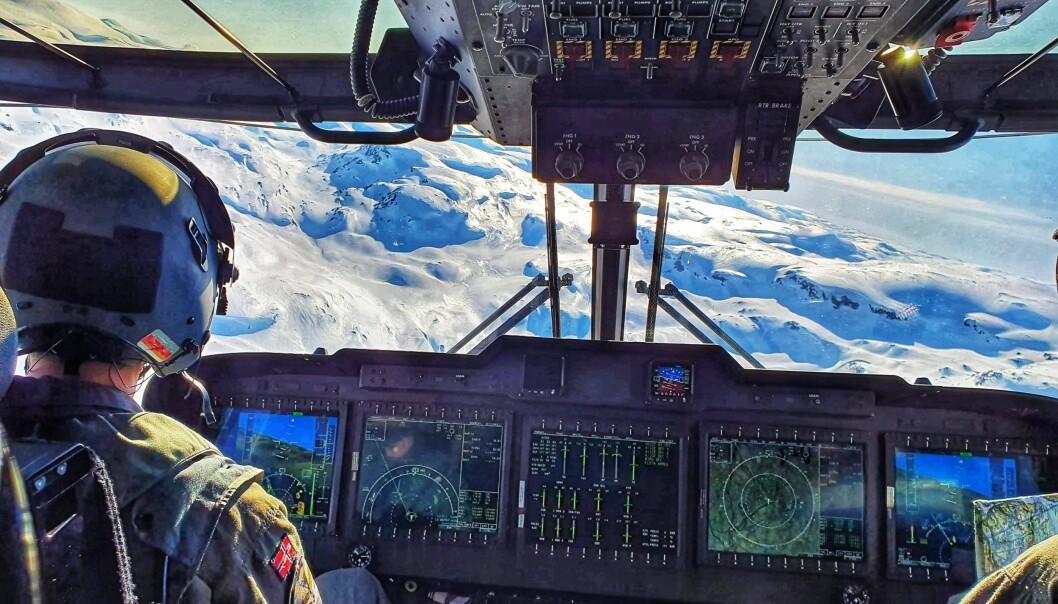 Bilde fra navigasjonstrening. Kanskje har Erik Walters mandler på beredskap i cockpit.