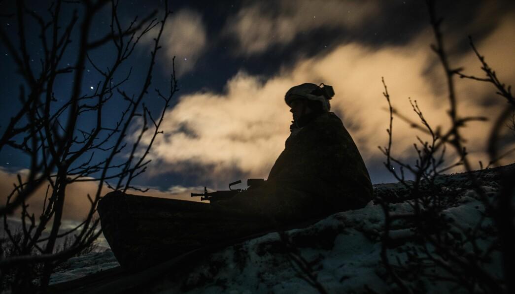 <p>Forsvaret lever i et ekkokammer der alle angivelig er friske, foruten en liten gruppe veteraner, skriver Brage Bolstad-Andreassen. Her ser vi en soldat på vaktpost under en øvelse.</p>