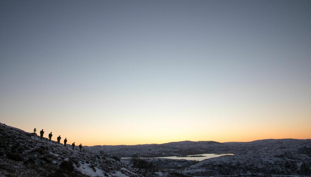 Soldater ved Høybuktmoen på patrulje i november 2020. FLO varslet at en konsekvens av PBU-mangel kunne bli redusert aktivitet ved grensevakten.