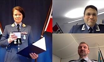 Oberst John Andreas Olsen tildelt Luftforsvarets fortjenstmedalje
