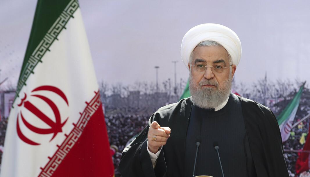 Irans president Hassan Rouhani har ikke uttalt seg om det påståtte angrepet på et iransk skip i Rødehavet. Her sett i forbindelse med en TV-sendt tale i Teheran, februar 2021.