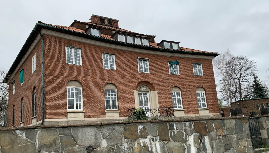 Her hadde de britiske myndighetene sitt hovedkvarter under 2. verdenskrig. I dag er dette ambassaden til Saudi-Arabia.