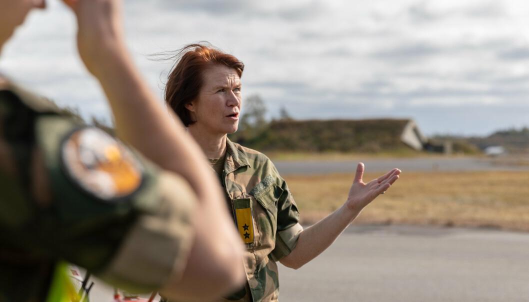 Generalmajor Tonje Skinnarland mener etableringen av en ny flyfaglinje og et tettere samarbeid med industrien kan skaffe Luftforsvaret flere teknikere. Her ser vi Skinnarland under øvelse Falcon Response i 2020 .