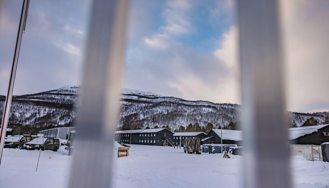 En 42 år gammel nederlandsk soldat ble funnet død på rommet sitt i en av disse kasernene som ligger på Skjold leir.