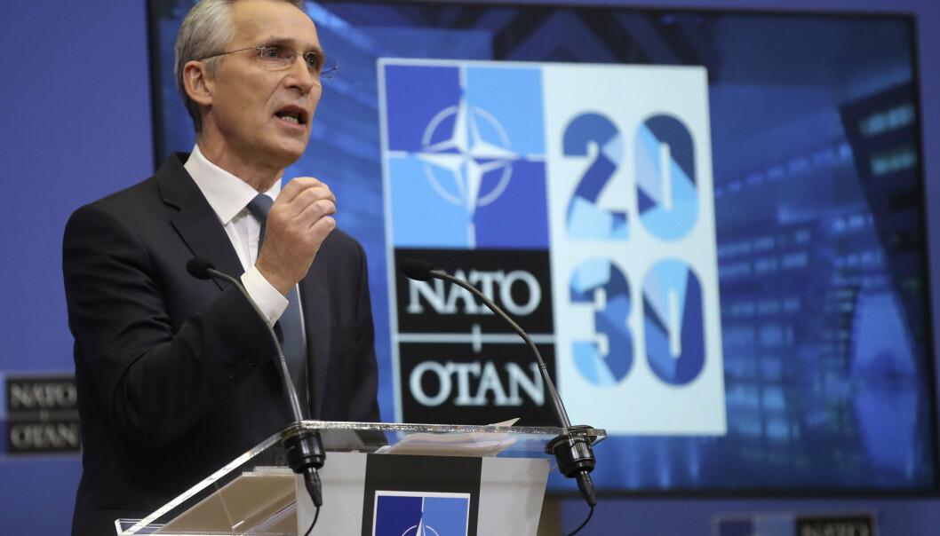 POLITIKK: Når både Nato og EU utvikler sin forsvarspolitikk, er det avgjørende at de ikke løper i beina på hverandre, skriver Hårek Elvenes. Her ser vi generalsekrtær i Nato Jens Stoltenberg