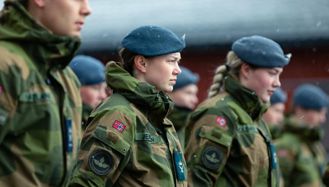 ALLMENN VERNEPLIKT: Det norske Forsvaret besto av omtrent en tredel kvinner i 2020. Forskere har sett dette som et egnet miljø for å drive forskning.