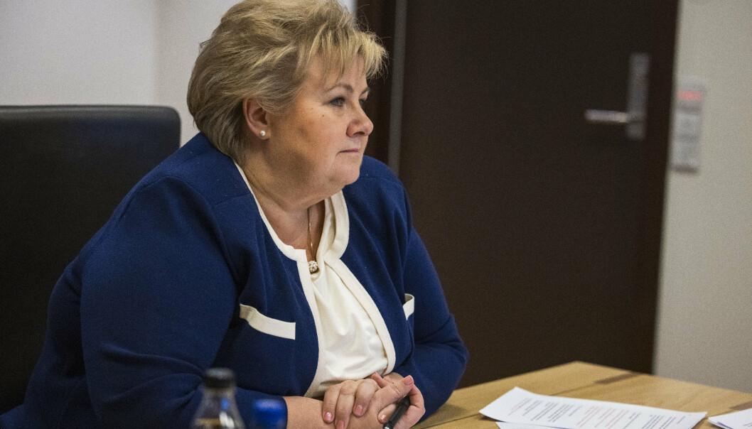 Statsminister Erna Solberg (H) på kontoret.
