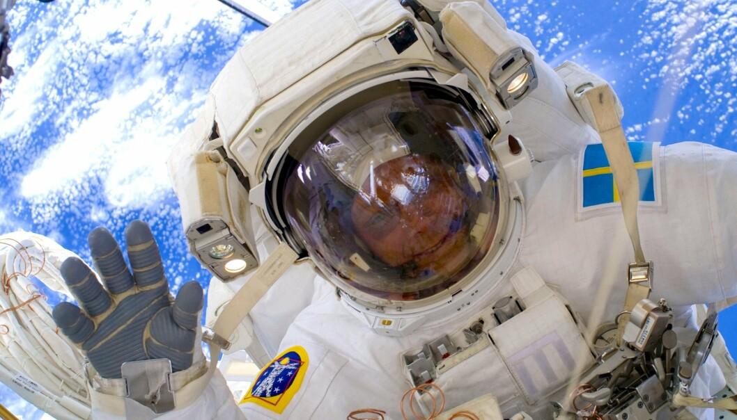 Christer Fuglesang på romvandring på romstasjonen i 2009. Christer Fuglesang er Sveriges første og eneste astronaut og har svensk-norske røtter.