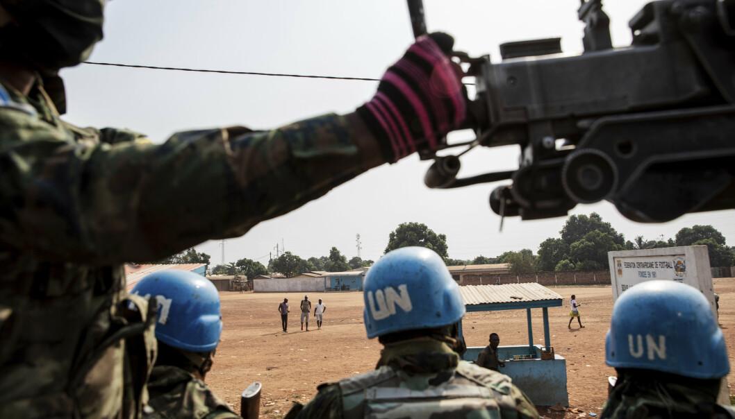FN-SOLDATER: FN-soldater fra Rwanda patruljerte 23. januar utenfor hovedstaden Bangui i Den sentralafrikanske republikk. FNs generalsekretær António Guterres ønsker å styrke operasjonen med flere tusen soldater.