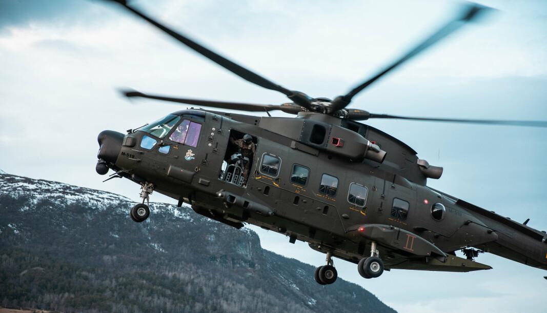 TRIDENT JUNCTURE: Et dansk militærhelikopter går inn for landing i Oppdal under øvelse Trident Juncture i 2018.