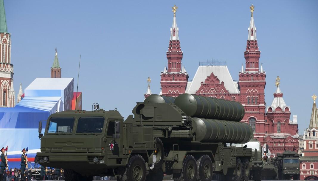 MISSILER: Russiske S-400 luftvernmissiler vises frem i Moskva i 2013.