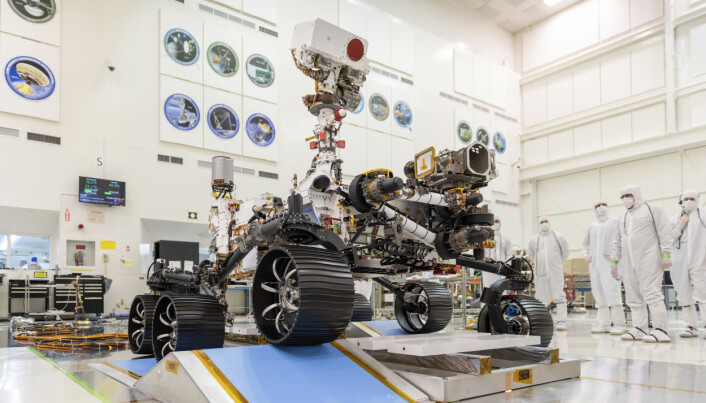 Perseverance-roveren i et sterilt rom ved Jet Propulsion Laboratory i Pasadena i California i desember 2019.