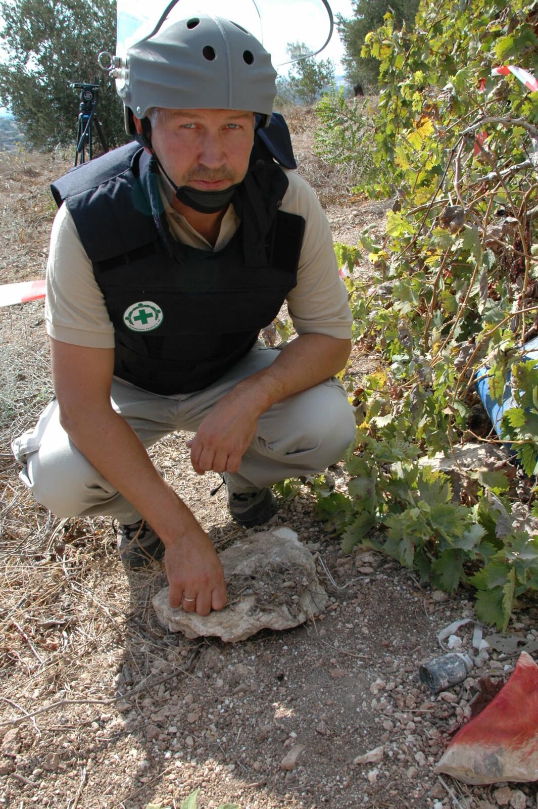 PÅ JOBB: Per Nergaard i Libanon hvor han etablerte Norsk Folkehjelps klasebomberyddeprogram etter krigen mellom Israel og Hizbollah i 2006.