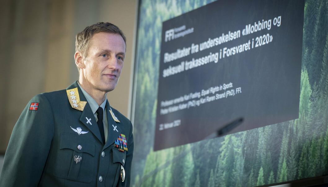 Forsvarssjef Eirik Kristoffersen presenterer Forsvarets undersøkelse om mobbing og seksuell trakassering.