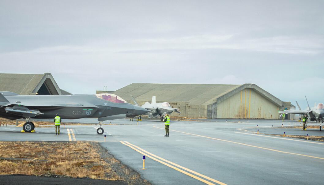 SKJELV: Skjelvene som hadde sitt episenter sør for Reykjavik målte over fem på Richters skala. Verken personell eller materiell er skadet som følge av skjelvene, ifølge Luftforsvaret. Her ser vi F-35 under Icelandic Air Policing 2021.