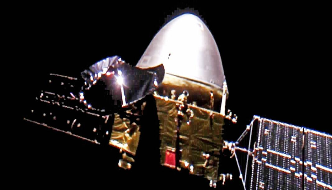 Kina sier romfartøyet Tianwen-1 har funnet sin midlertidige parkeringsbane rundt Mars i påvente av å kunne lande på den røde planeten en gang de neste månedene. Her avbildet på vei til Mars i desember.