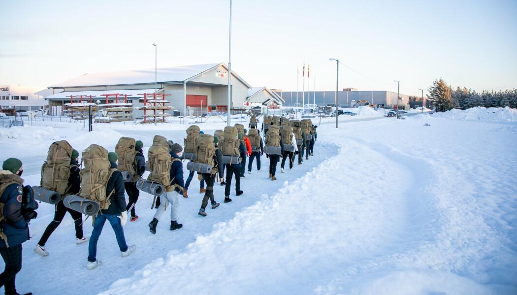 Forsvaret rekrutterer ikke soldater, men mennesker som skal formes til å bli soldater, skriver Linnea Huseby Røbech. Her ser vi rekrutter ved Hærens skole for rekrutt og fagutdanning.