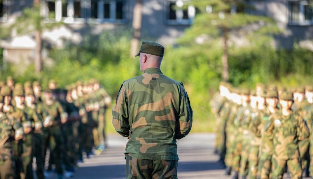Ikke snakk nedsettende om andre. Det er sjelden konstruktivt, skriver Gunn Elisabeth Håbjørg. Her ser vi soldater på oppstilling ved rekruttskolen.
