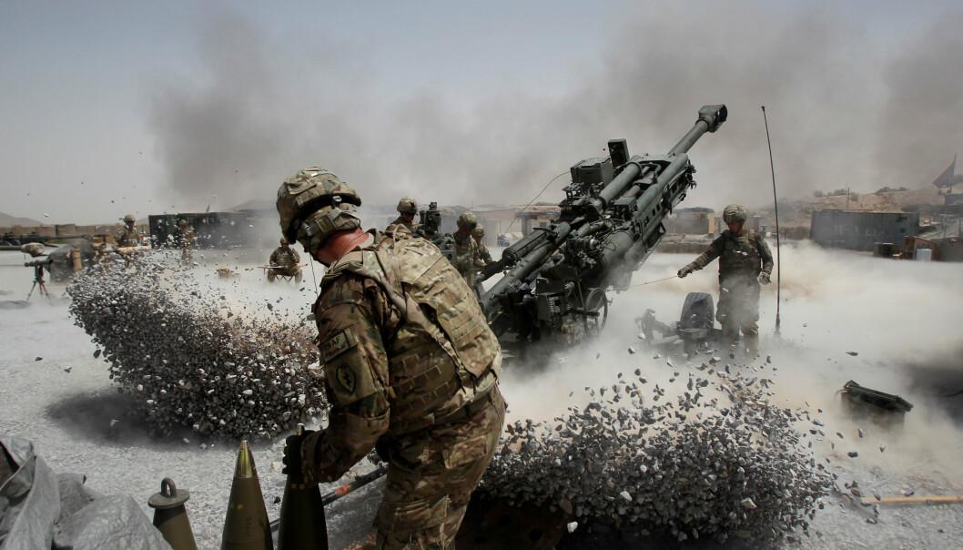 OMSTRIDT PROVINS: USAs generalinspektør for afghansk gjenoppbygging konkluderte tidligere i år med at Taliban er på frammarsj i Kandahar-provinsen, der de har erobret nærmere 200 kontrollposter fra afghanske regjeringsstyrker de siste månedene. Bildet fra 2011 viser soldater fra den amerikanske hæren som avfyrer artilleri mot fiendtlige posisjoner i Panjwai-distriktet i Kandahar-provinsen.