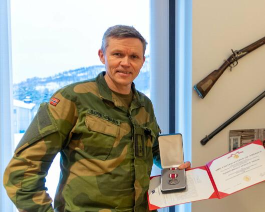 Fikk medalje for samarbeid med det amerikanske marinekorpset