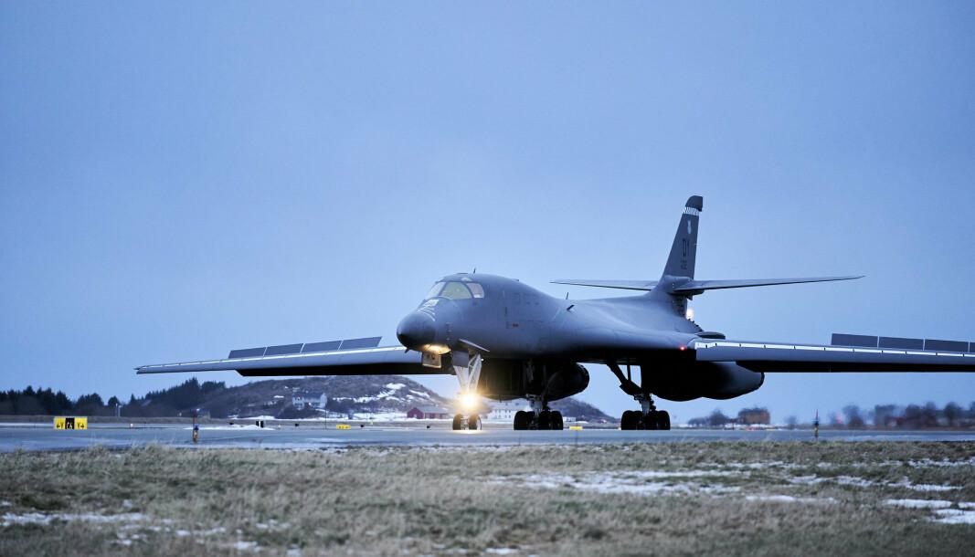 Ett av de fire bombeflyene som landet på Ørland hovedflystasjon i Trøndelag mandag.