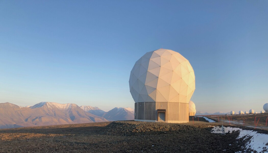 SVALSAT: Svalbards status er i fare skriver Rune Ottosen. Her ser vi Svalbard satellittstasjon (SvalSat) som er cirka fem kilometer vest for Longyearbyen.