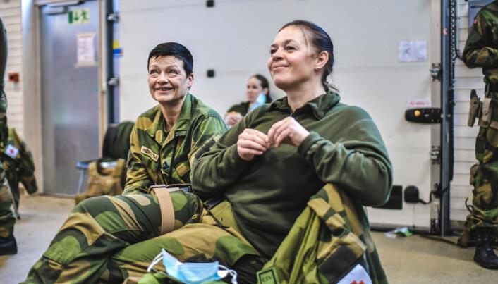 GLEDER SEG: Berit Karita Mørseth og Trude Dehlin ser frem til nye opplevelser i Kabul. De har begge tjenestegjort i utlandet tidligere.