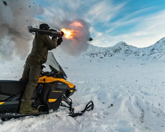 Nederlandske soldater trente skarpskyting fra snøscooter