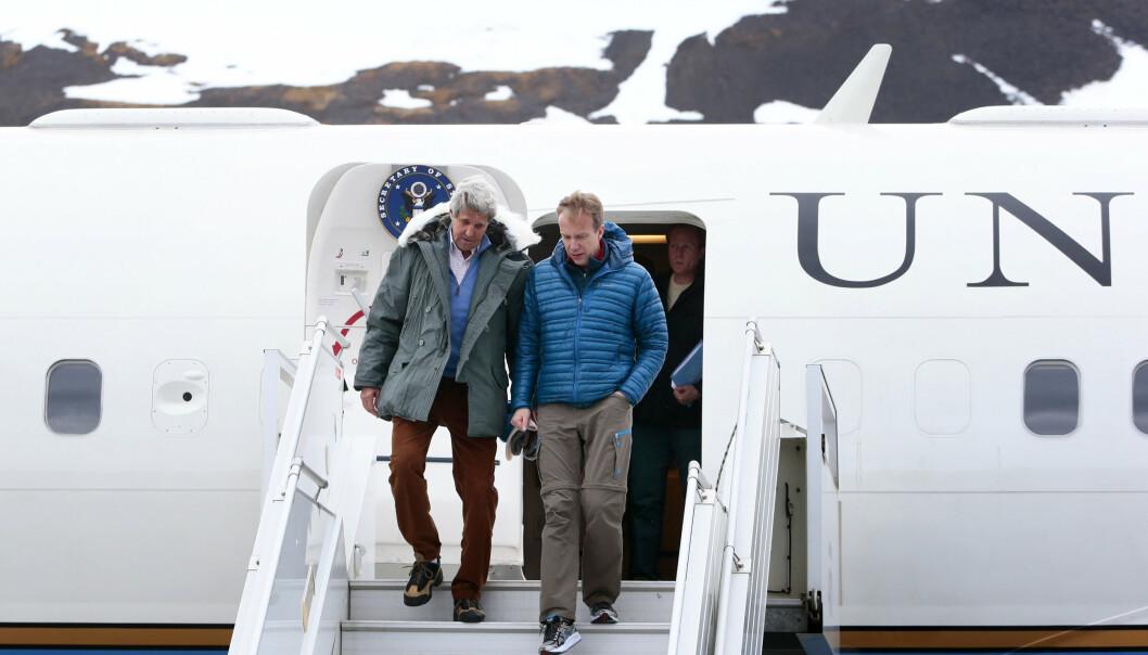 BESØK: Norge knytter et stadig sterkere bånd til USA, skriver Rune Ottosen. Her ser vi daværende utenriksminister i USA John Kerry (D) og Børge Brende lande på Svalbard i 2016.