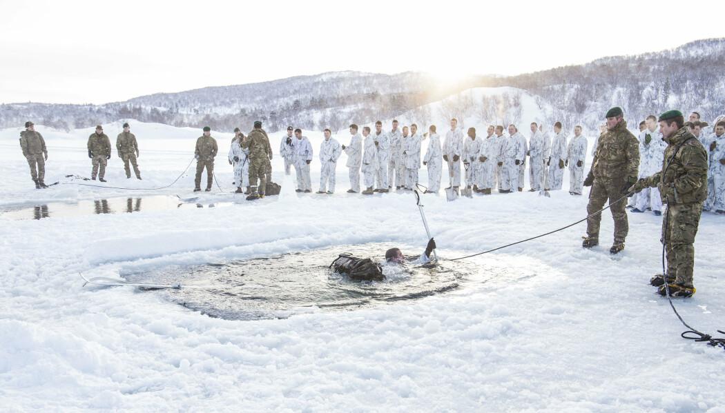 SOLDATER: Det blir mer avskrekking på bekostning av beroligelse med flere utenlandske styrker tett opp mot Russland, skriver Tormod Heier. Her ser vi soldater fra US Marine Corps og britiske UK Royal Command i Finnmark.