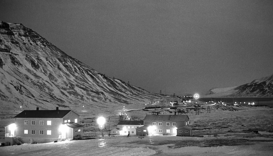 Mye av historien på Svalbard er som tatt fra en spenningsfilm, skriver Rune Ottosen. Dette bildet fra Longyearbyen i 1965.