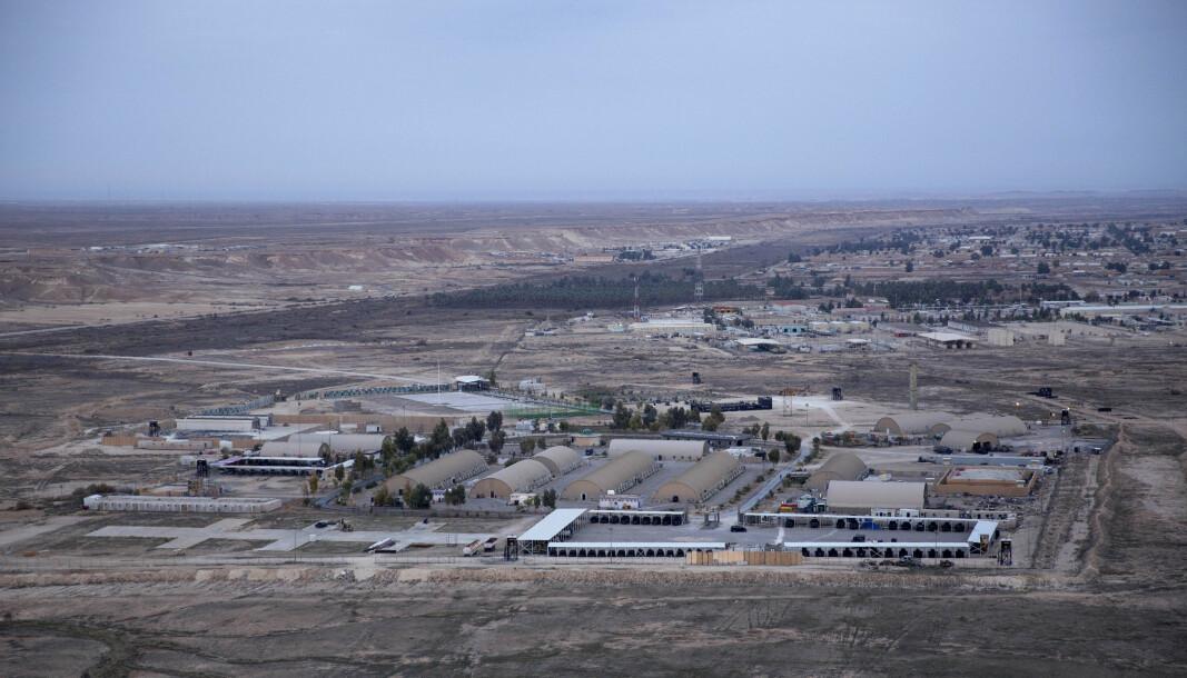 USA har gjennomført en rekke angrep mot iranske mål fra fly- og dronebasen Ain al-Asad vest i Irak, som voktes av norske soldater. Soldatene inngår i den USA-ledede koalisjonen i Operation Inherent Resolve, som skal bistå Irak i kampen mot den ytterliggående islamistgruppa IS.