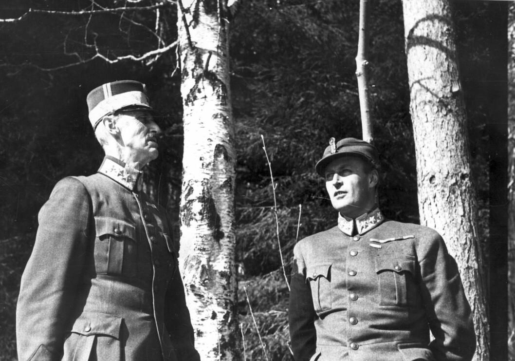 Kong Haakon og kronprins Olav under flukten i 1940.