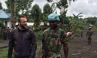Da Stian bestilte snacks fra kiosken i Kongo, måtte ei høne møte sin skjebne på en hoggestabb