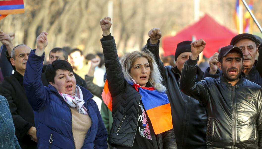Hvis Armenia ikke hadde ligget i den russiske, men i den vestlige innflytelsessfæren, hadde folkeretten kanskje blitt tolket på en annen måte, skriver Winfried Dallmann. Dette bildet er fra en demonstrasjon mot myndighetene i Armenias hovedstad Jerevan.