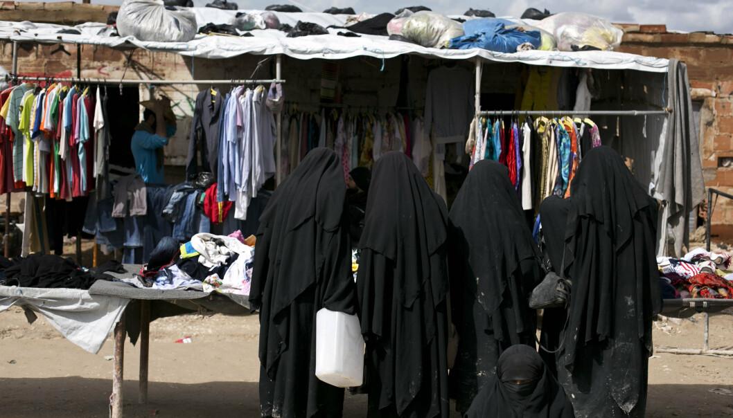 AL-HOL: Kvinner på markedet i Al-Hol-leiren i Syria. Leiren huser familiene til krigere fra Den islamske staten.