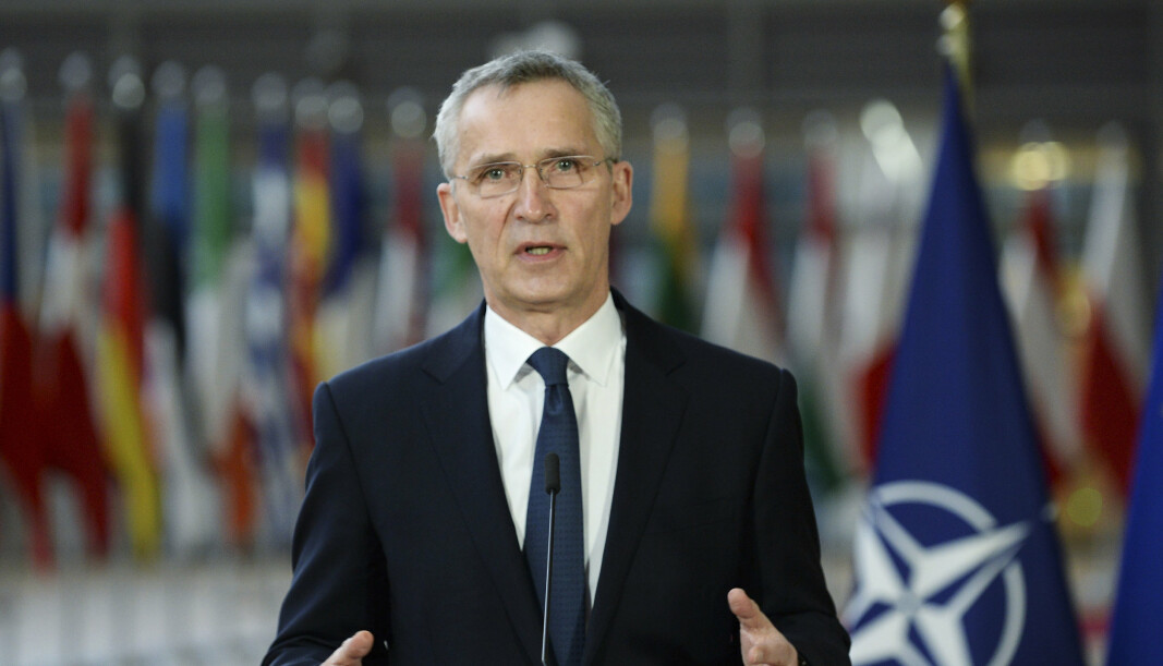 VIL ENDRE: Natos generalsekretær Jens Stoltenberg snakker til pressen fredag 26. februar. Stoltenberg har satt i gang en prosess for å modernisere Nato.