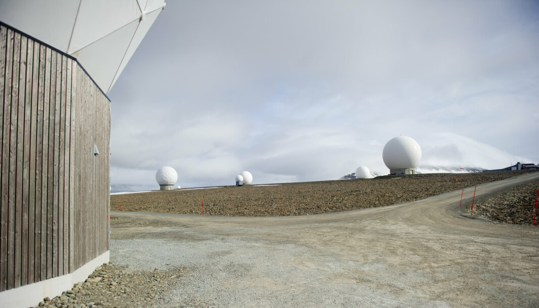 SATELLITTER: Bruken av data fra Svalbard satellittstasjon (SvalSat) kan sette traktaten under press, skriver Rune Ottosen.