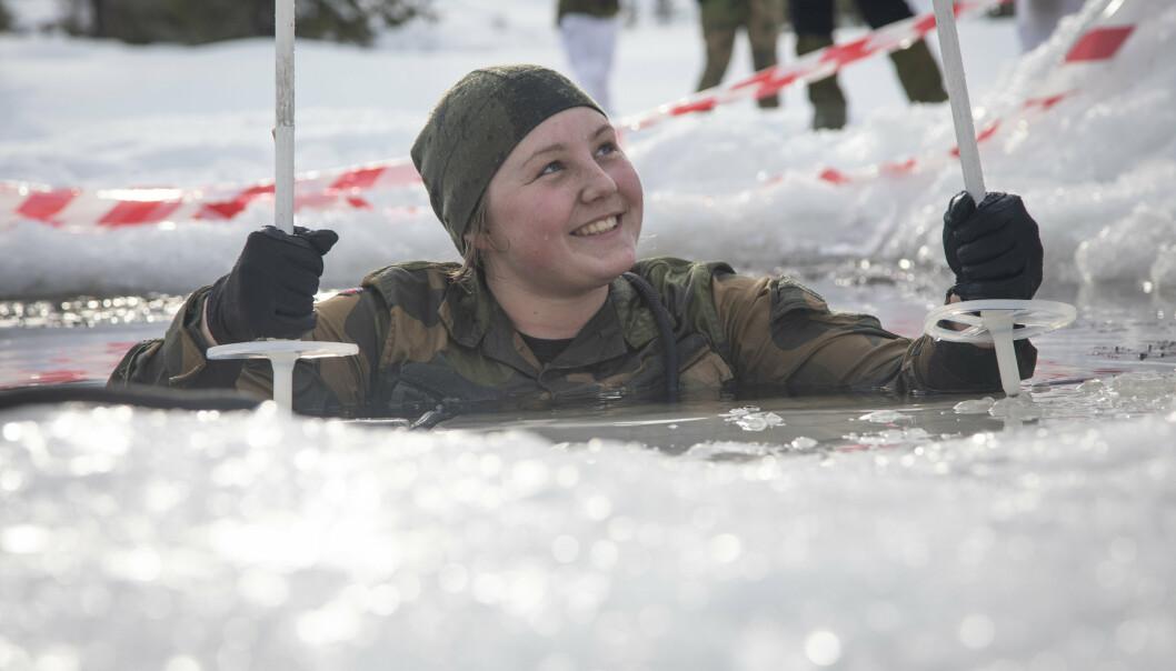 Soldater fra Cyberforsvarets base- og alarmtjenester under deres vinterøvelse, februar 2021.