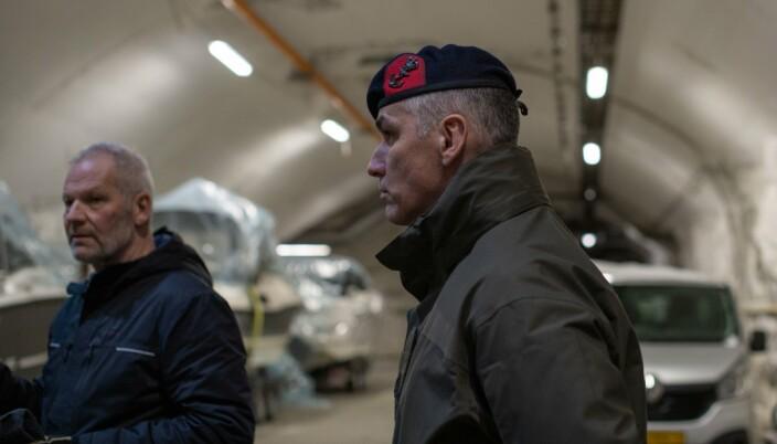 Geir Bentzen i WilNor og Frank Ramakers, sjef for de nederlandske styrkene på Olavsvern.