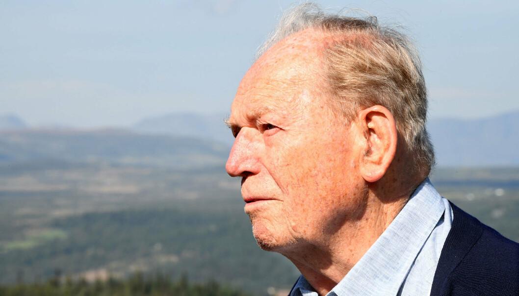 Erling Lorentzen sovnet inn tirsdag 9. januar 2021. Han ble 98 år. Dette bildet er fra en reportasje i 2019 da Erling Lorentzen dro tilbake til hytta hvor han ledet operasjoner under 2. verdenskrig.