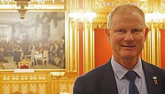 Innnleggforfatter er stortingsrepresentant (H) Erlend Larsen, her på Stortinget.