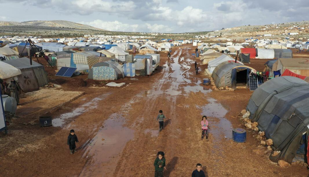 Mange internt fordrevne syrere bor i flyktningleirer i sitt eget hjemland, som i denne landsbyen Kafr Arug i Idlib-provinsen. Ifølge Flyktninghjelpen har den ti år lange krigen utløst den største fordrivelsen av folk siden andre verdenskrig.
