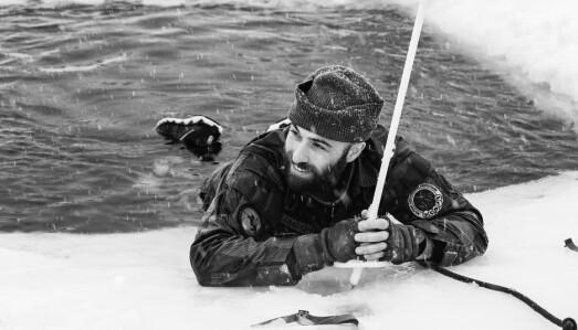 RÅK: Kompanisjef i Akershus Kommandantskap, Ramon Karadash gjennomfører råk sammen med soldater.