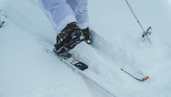 NYE SKIPAKKER: De fleste skiene i Forsvaret er fortsatt laget av tre. Nå skal de byttes ut.