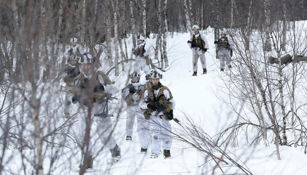 TRUGER: Soldater fra Panserbataljonen på truger under en vinterøvelse.