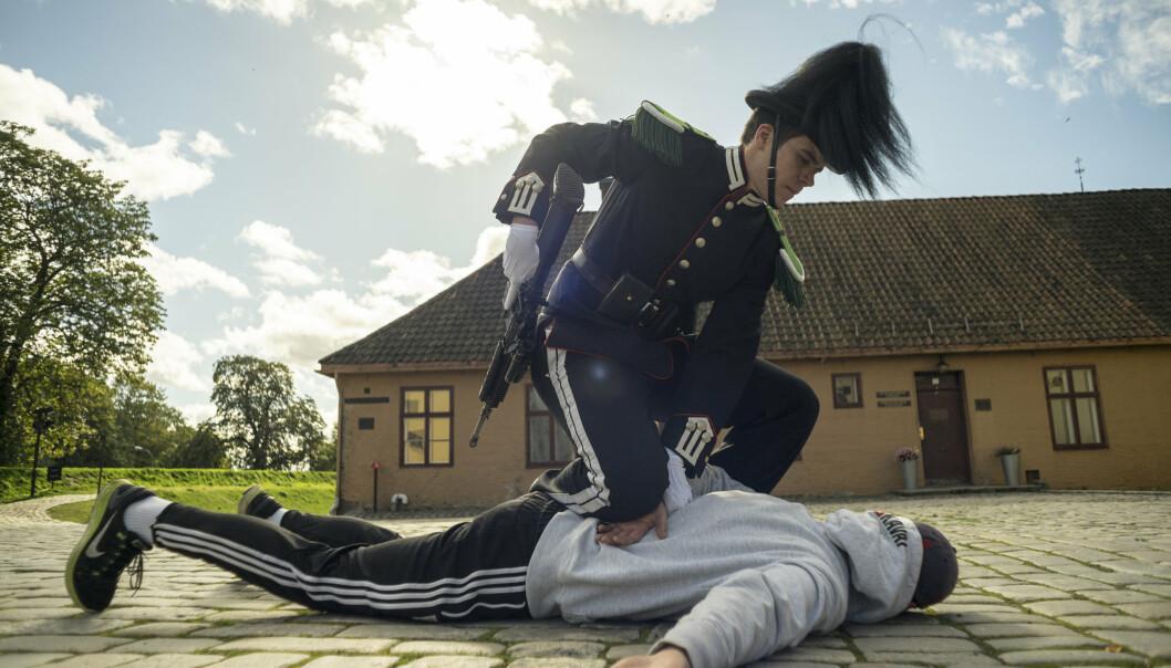 OVERTAK: En gardist demonstrerer metoder for å få kontroll på en truende person. Bildet er fra 2015.