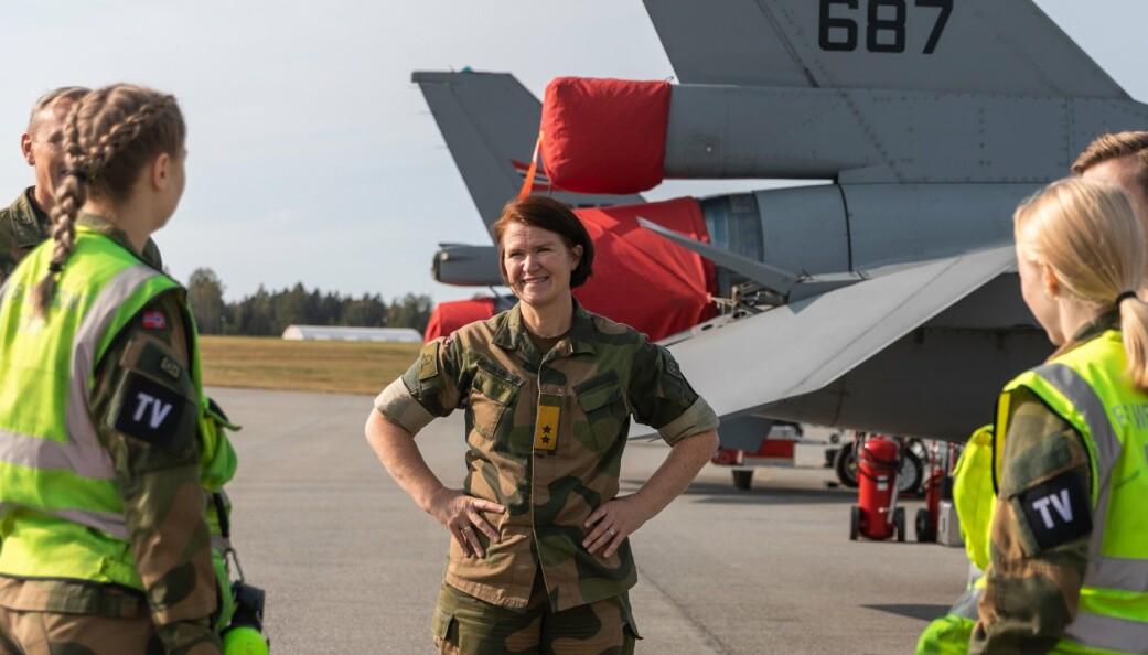 Vær stolt og trygg på deg selv. Du er selektert og du er kvalifisert, skriver sjef Luftforsvaret Tonje Skinnarland (bildet).